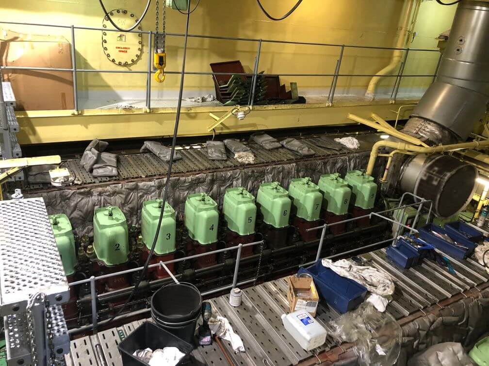 Overhaul of mainengine on the Maersk Lifter